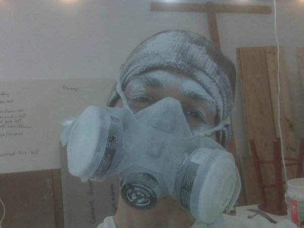 Dust masks are trés fashionable!